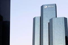 Total Oil Company塔拉德芳斯巴黎在库尔布瓦,法国总部设 免版税库存照片