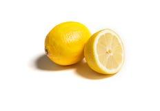 Totalité et citron coupé d'isolement sur le blanc Images libres de droits