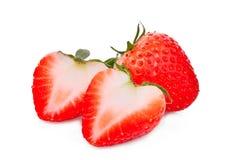 Totalité et demi fraise d'isolement sur le blanc Photos stock