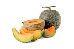 Totalité et demi melon de coupe de tige sur le blanc Photographie stock