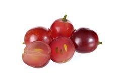 Totalité et demi raisins de coupe avec la graine sur le fond blanc Photographie stock