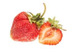 Totalité et fraise coupée photos stock