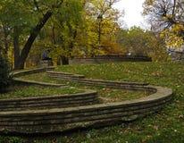 Tote Blätter im Herbst im Park in Sofia, Bulgarien Lizenzfreie Stockbilder