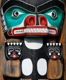 Totem dos povos nativos Representação Handcrafted da cultura original fotos de stock