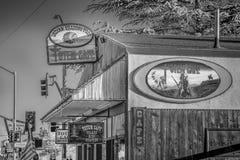 Totem kawiarnia w Samotnej so?nie MARZEC 29, 2019 - SAMOTNY SOSNOWY CA, usa - obraz stock