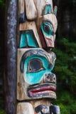 Totem palo d'Alasca indigeno fotografia stock libera da diritti
