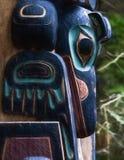 Totem palo d'Alasca indigeno fotografia stock
