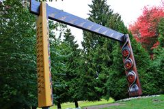 Totem Pole, Fall Color, Autumn leaves, City Landscape in Stanley Paark, Downtown Vancouver, British Columbia Stock Photography
