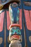 Totem Polonais coloré antique dans Duncan, Colombie-Britannique, Canada photo libre de droits