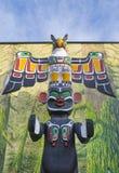 Totem Polonais coloré antique dans Duncan, Colombie-Britannique, Canada images stock