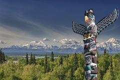 A totem wood pole in mountain background Royalty Free Stock Images