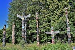 Totempålar i Stanley Park, Vancouver, British Columbia royaltyfri foto