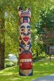 Totempåle av Cowichan folk, totempåle av infödda kanadensiska indier Arkivbild