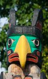 Totempåle för infött folk Handcrafted framställning av unik kultur royaltyfria bilder