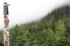 Totempåle i Alaska fotografering för bildbyråer