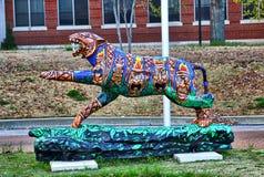 Totempåle Themed hand målade Tiger Statue, Memphis Tennessee royaltyfri fotografi