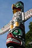 Totempålen är kulturarvet av första nationfolk Royaltyfri Fotografi