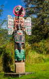 Totempaal in het Inheemse Dorp van Saxman in Ketchikan Royalty-vrije Stock Foto