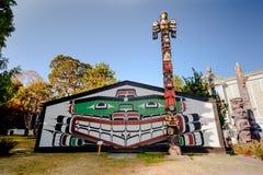 Totempfähle in Victoria BC Lizenzfreies Stockfoto