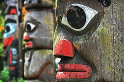 Totempfähle in Victoria, Britisch-Columbia, Kanada Lizenzfreies Stockfoto