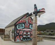 Totempfahl in Carcross, Yukon-Territorium Lizenzfreies Stockbild