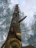 Totempfahl für Tribut des amerikanischen Ureinwohners in Seattle Lizenzfreies Stockbild