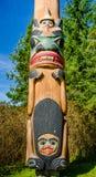 Totempfahl im gebürtigen Dorf Saxman in Ketchikan Stockbilder