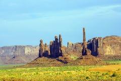 Totemu słupa Butte jest gigantycznym piaskowcowym formacją w Monum Obrazy Royalty Free