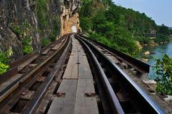 Totes Gleis, entlang Kwai Fluss in Thailand Lizenzfreie Stockfotos