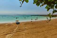 Totes meeres- 24 05 2017: Totes Meer, Israel, Touristenschwimmen im w Lizenzfreie Stockfotos