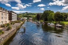 TOTNES, DEVOV/UK - 29. JULI: Boote auf dem Fluss schießen bei Totnes O Lizenzfreie Stockfotos
