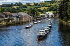 TOTNES, DEVOV/UK - 29 LUGLIO: Le barche sul fiume dardeggiano a Totnes o Fotografie Stock