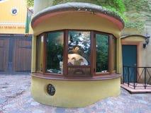 Totoro dans la cabine de billet du musée de Ghibli Images libres de droits
