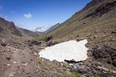 Toubkal park narodowy szczytowy whit 4,167m jest wysoki w atlant afryce pólnocnej i górach Obraz Royalty Free
