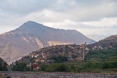 Toubkal parka narodowego wędrówka przez wartości i szczytów Wysokie atlant góry blisko Imlil wioski w Maroko, Fotografia Royalty Free