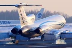 Touchdown du Tupolev Tu-154M de Gazpromavia à l'aéroport international de Vnukovo Image stock