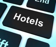 Touche d'ordinateur d'hôtel pour la pièce de voyage et de réservation image libre de droits