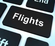 Touche d'ordinateur de vols pour la réservation d'outre-mer de vacances ou de vacances photographie stock libre de droits