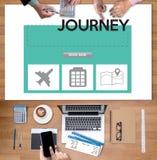 touchez l'interface en ligne de réservation de réservation de vacances pour aller jo de voyage Photographie stock libre de droits