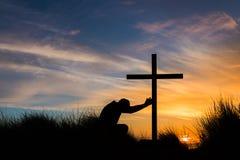 Touchez la croix photo libre de droits