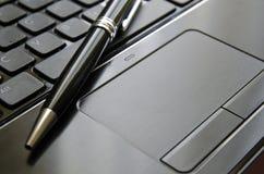 Touchpad e pena Fotografia de Stock