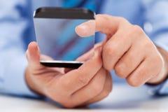 Touchscreen gadget in zakenmanhanden royalty-vrije stock fotografie