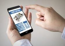 Touchscreen smartphone met slimme huiscontrole app op de puinkegel royalty-vrije illustratie