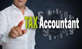 Touchscreen van de belastingsaccountant wordt in werking gesteld door mensenconcept royalty-vrije stock afbeeldingen