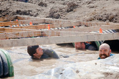 Tough Mudder: Racers in the Boa Constrictor Obstic Royalty Free Stock Images