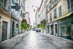 Toulon Frankrike, 6 august 2018, gata Rue Jean Jaurès, fotografering för bildbyråer