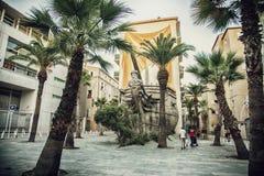 Toulon, o navio real Netuno da escultura no lugar Vatel foto de stock