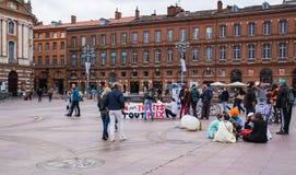 TOULOUSE, FRANKRIJK - OKTOBER 29.2017: activisten die het heropenen van de Salau-wolframmijn verzetten zich in Frankrijk stock foto