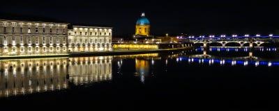 Toulouse na noite - ao sul de france fotos de stock