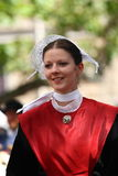 Toung breton kvinna i traditionell klänning Arkivfoto